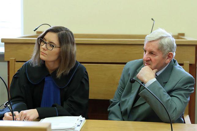 Zbigniew Kuraś i jego pełnomocnik mec. Anna Bufnal na sali sądowej w Nowym Sączu.