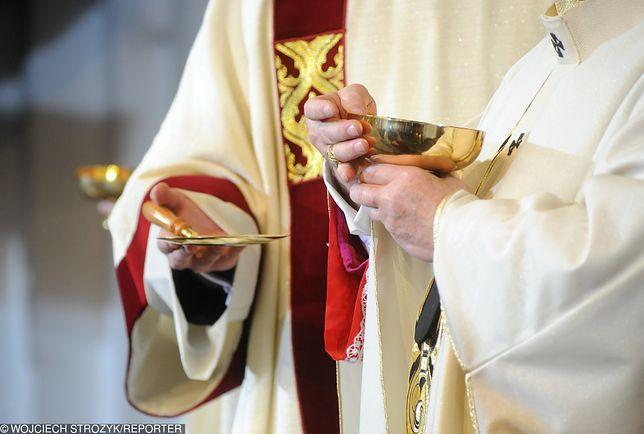 Prezenty dla księży i katechetek budzą skrajne emocje wśród rodziców.