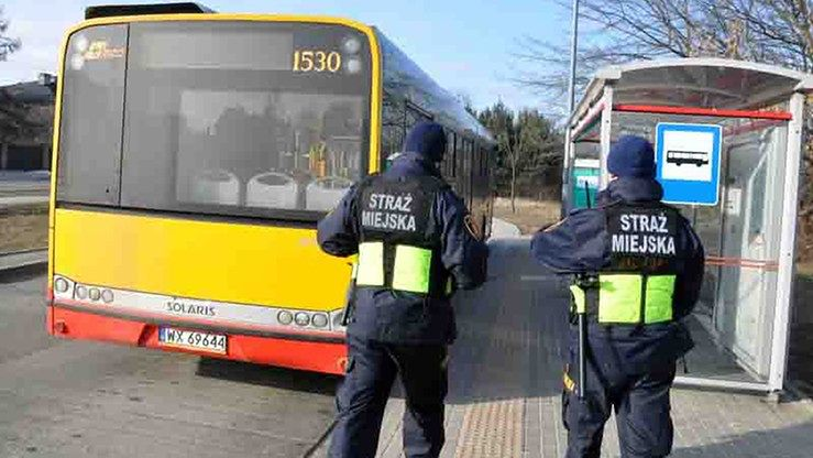 Pijany 13-latek w Warszawie. Z autobusu musiał wyciągnąć go kierowca