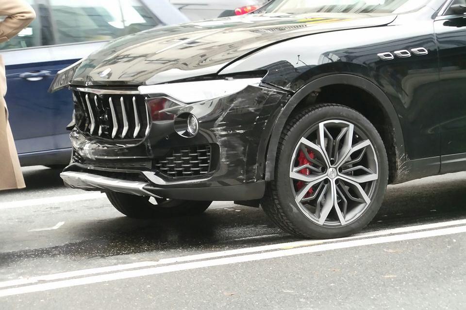 Luksusowym samochodem staranował auta w centrum Warszawy