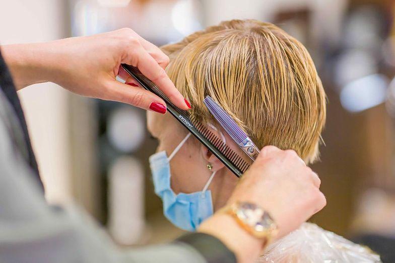 Kiedy fryzjerzy wrócą do pracy? Wicepremier zabrała głos