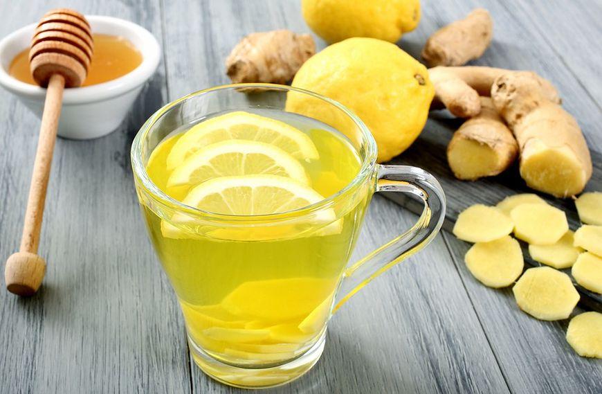 Napój: woda z cytryną i miodem