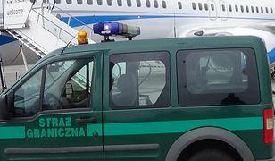 Pogranicznicy z Poznania zatrzymali złodzieja i pasażera, który awanturował się na pokładzie samolotu do Islandii