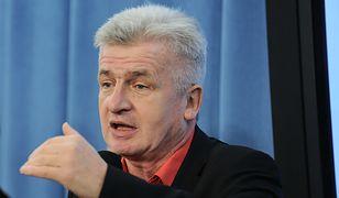 Piotr Ikonowicz w trakcie przemowy