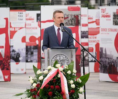 """Warszawa. Otwarcie wystawy """"TU rodziła się Solidarność"""" na pl. Piłsudskiego"""