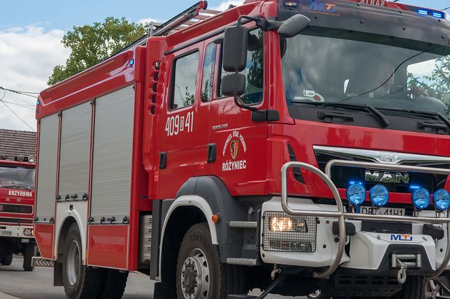 Mazowieckie. Straż pożarna pracowała na miejscu zdarzenia. W wypadku zginęło pięć osób, w tym troje dzieci