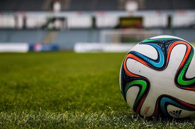 Spalony to ten element piłki nożnej, który bywa problematyczny nawet dla sędziego.