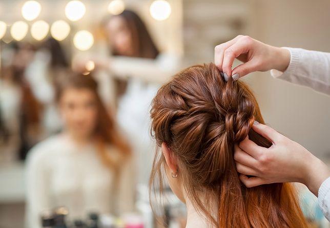 Robienie fryzury ślubnej samodzielnie nie musi związać się ze stresem, jeśli uczesanie zostanie wcześniej przećwiczone