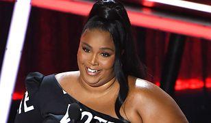 Lizzo po roku walki z otyłością. Piosenkarka pokazała zdjęcia