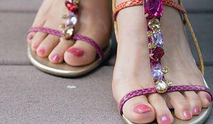 Piękne i gładkie stopy. Gadżety do domowego pedicure