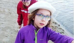 7-letnia Krysia sprzedaje obrazki. Chce pomóc chorej koleżance