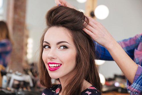 Szybkie sposoby na efektowną fryzurę