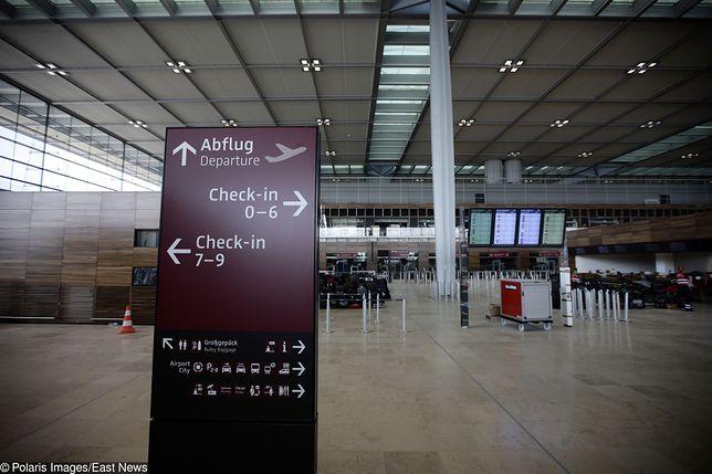 Pusty terminal nowego lotniska Berlin-Brandenburg im. Willy'ego Brandta