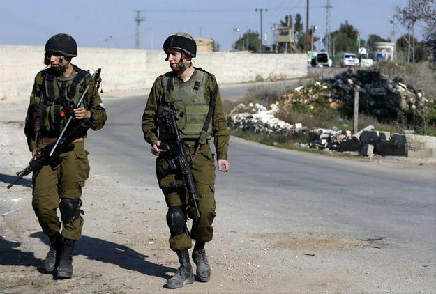 Izraelscy żołnierze w okolicy jednego z miejsc, w którym zginęli Palestyńczycy