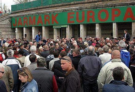 Stadion Dziesięciolecia - największe przez lata targowisko Europy. Mekka dla sprzedawców wszelkiego rodzaju podrób.