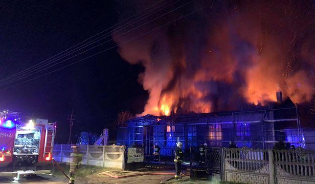 Śląskie. Spłonęła remiza jednostki Ochotniczej Straży Pożarnej w Raczkowicach.
