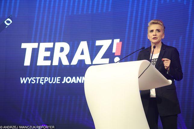 Joanna Scheuring-Wielgus wystąpiła na scenie jako pierwsza