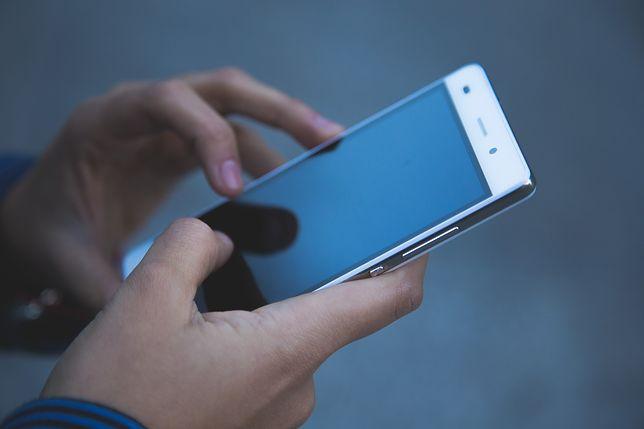 Kamerą w telefonie komórkowym nagrywał filmiki pornograficzne z udziałem dzieci