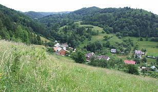 Muszyna jest położona w Beskidzie Sądeckim w Karpatach Zachodnich