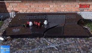 Epitafium umieszczono przy kościele 2 lata po katastrofie smoleńskiej
