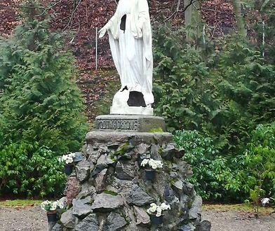 Posągiem opiekuje się jedna z gdyńskich parafii