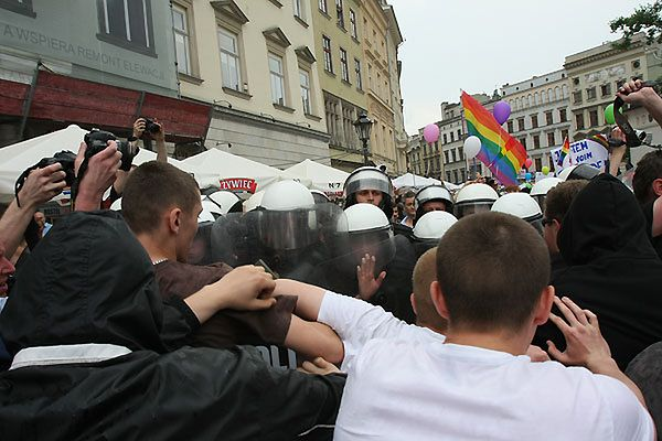 Starcia z policją w Krakowie - zobacz zdjęcia
