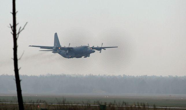 Kraków: awaryjne lądowanie samolotu Hercules C130 na lotnisku w Balicach