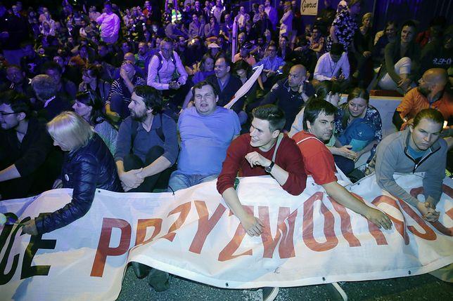 Tak ludzie przed Sejmem zareagowali na wystąpienie Kaczyńskiego. Mamy nagranie