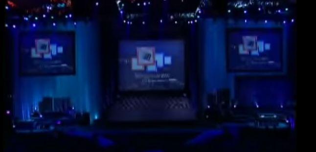 Windows 2000 Launch Event: przełomowy system wydano, gdy materiały prasowe miały rozdzielczość 256x128 i wysoką kompresję. Jak widać. (fot. Microsoft)