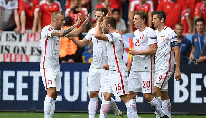 bf692bdc8727c5 Euro 2016: Polacy z Portugalią znów zagrają w białych strojach. Wiemy już,  w jakich strojach zagrają piłkarze reprezentacji Polski ...