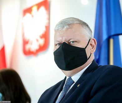 Suski tłumaczy się z ustawy anty-TVN. Podał warunek uzyskania przez stację koncesji