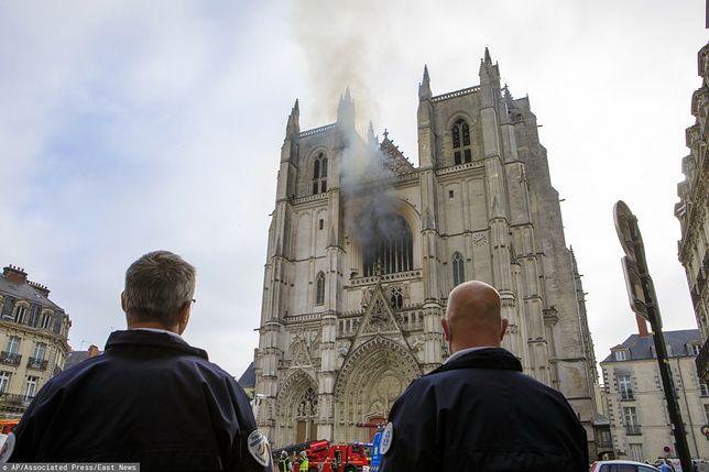 Francja: sprawca morderstwa rok wcześniej podpalił katedrę w Nantes