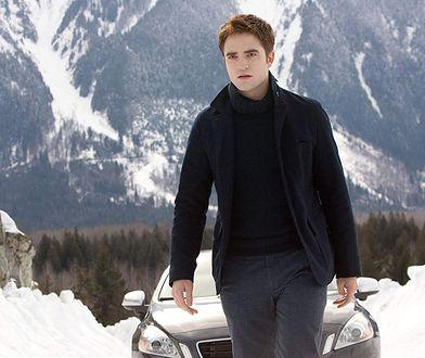 """Robert Pattinson do dziś jest kojarzony głównie z sagą """"Zmierzch"""", choć od jej zakończenia minęło już 7 lat"""