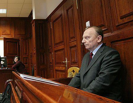 Były szef MSW uniewinniony z zarzutu ujawnienia tajemnicy