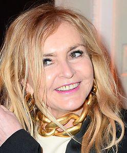 Stylowa Monika Olejnik. Dziennikarka założyła białe skarpetki do jesiennej stylizacji
