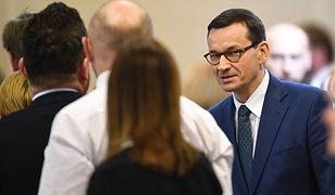 """Premier Mateusz Morawiecki podczas """"okrągłego stołu"""" ws. edukacji"""