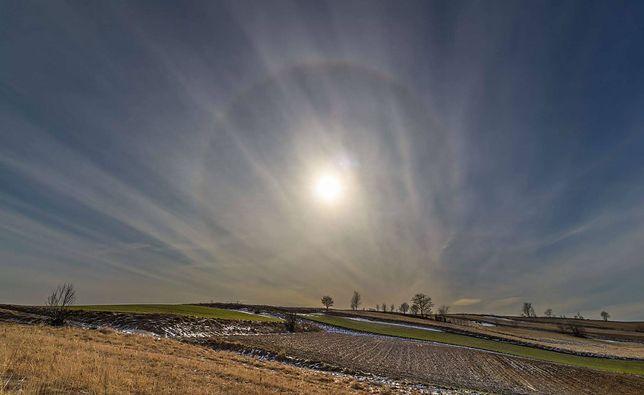 Zjawisko halo zapowiada zmianę pogody. Więcej chmur, ale cieplej w najbliższych dniach