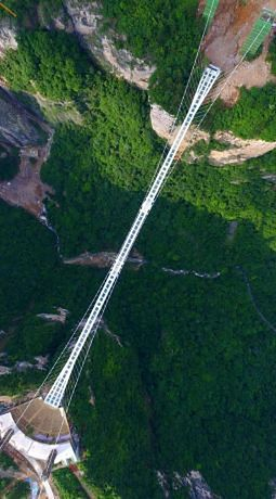 W Parku Narodowym Zhangjiajie znajduje się najwyżej położony most ze szkła na świecie