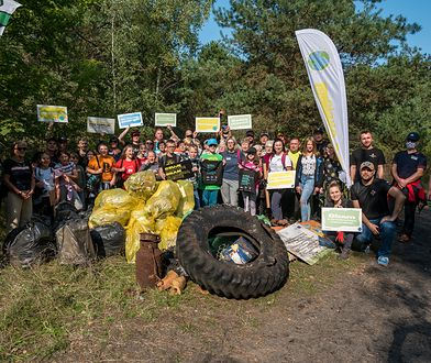 """""""Polskie plaże bez plastiku"""" – z helskich plaż w weekend sprzątnięto niemal tonę śmieci"""