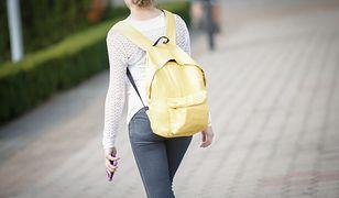 """""""Dziewczyno, za dużo zużywasz podpasek"""". Ubóstwo menstruacyjne w Polsce to realny problem"""