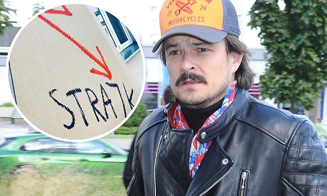 Dawid Ogrodnik wspiera strajk kobiet i wywiesza transparent na balkonie