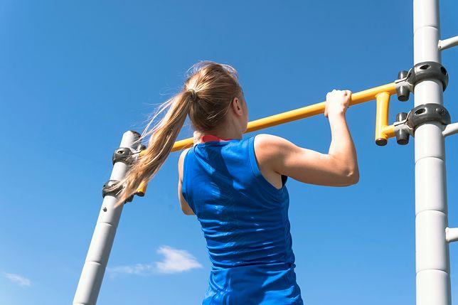 Siłownia na świeżym powietrzu - jak ćwiczyć na siłowni pod chmurką?