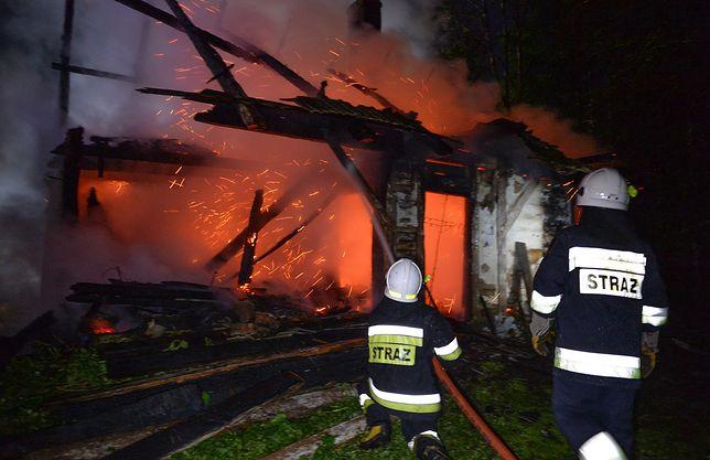 Borowa. W pożarze drewnianego domu zginęły trzy osoby (zdjęcie ilustracyjne)