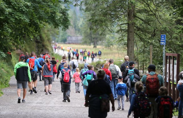 Długi weekend oznacza długie kolejki i tłok na górskich szlakach nie tylko w Polsce
