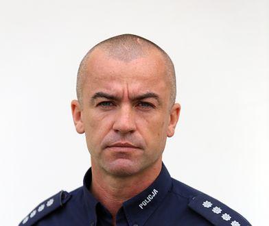 Maciej Zakrzewski awansował. Wcześniej wychylał się z helikoptera, by zrzucać konfetti