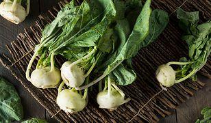 Niepozorne letnie warzywo. 5 powodów, dla których warto jeść kalarepkę