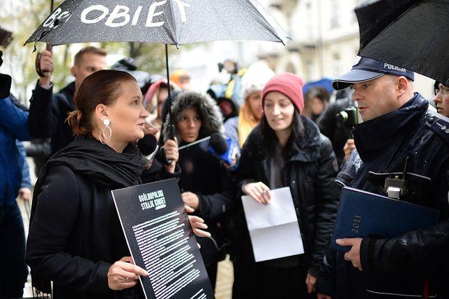 Strajk kobiet. Trwa zbieranie podpisów pod petycją do rządu i parlamentarzystów