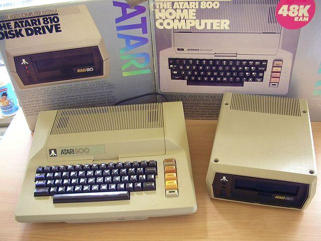Atari 800 i stacja dysków Atari 810.