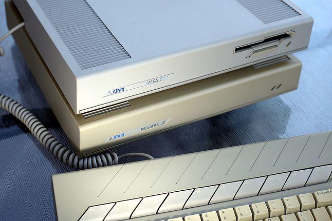 Atari Mega ST2 z dyskiem MegaFile 30 o pojemności 30 MB.