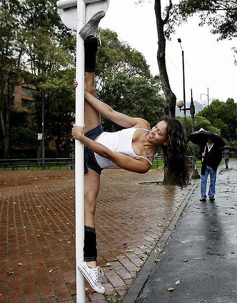 Uliczny taniec na rurze - zobacz zdjęcia